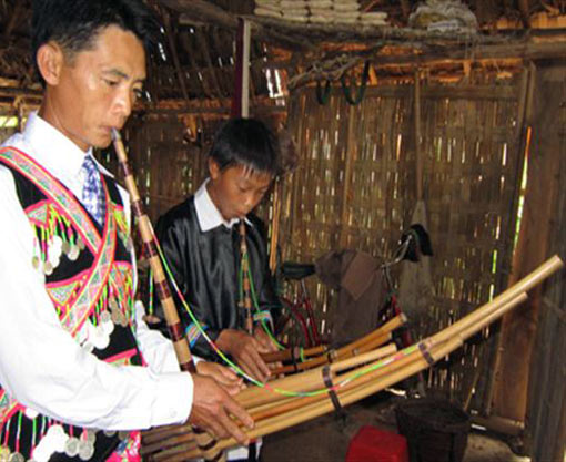 Mong people's panpipes go to festival